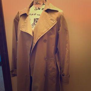 Gap trench coat 🧥